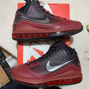 LeBron 7 Christmas GS 7Y QS Red Black Sneakers